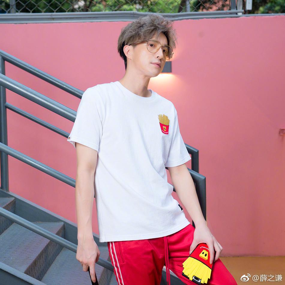 组图 薛之谦最新照片曝光 浅黄色发色时尚感满分