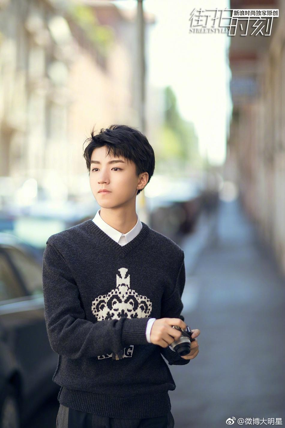 近日,刚从米兰时装周载誉归来的小少年王俊凯曝光了一组自己沐浴在图片