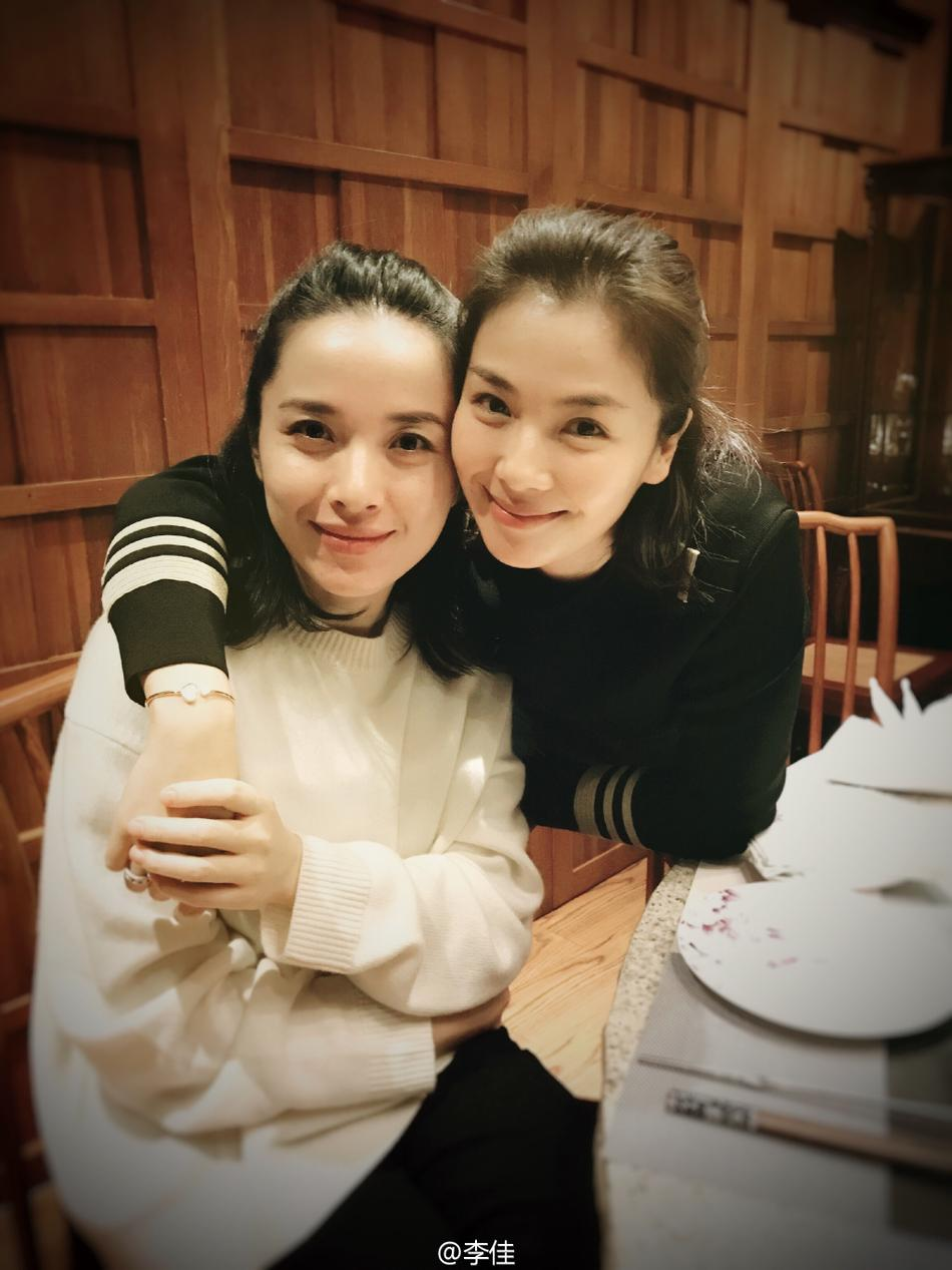 靳东老婆_靳东老婆素颜超美 39岁李佳虽低调却并不简单