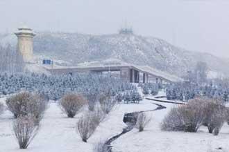甘肃肃南迎首场冬雪