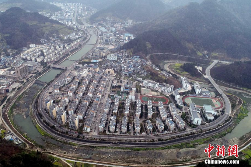 图为无人机航拍广元市青川县城。 刘忠俊 摄