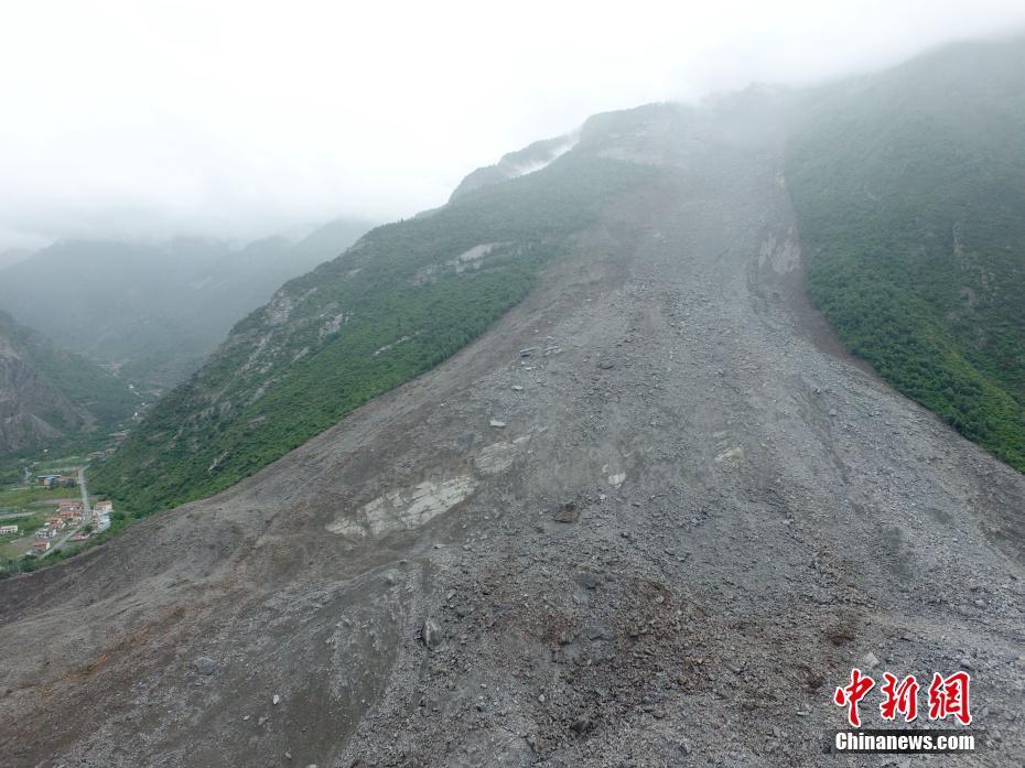航拍四川茂县山体垮塌救援现场