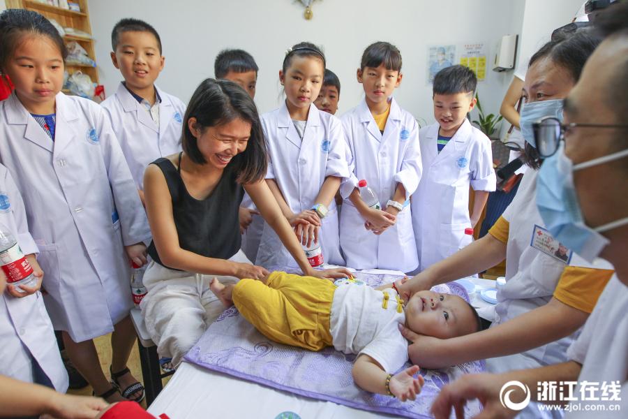 温州 小学生客串 小医师