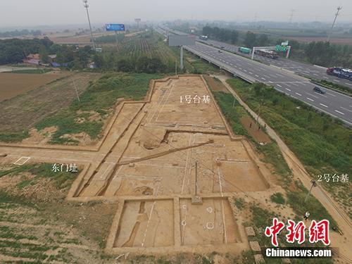河南洛阳东汉帝陵考古调查与发掘项目中,朱仓M722陵园遗址1号台基东部及内陵园东门址。供图