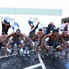 冰桶挑战开始在体育圈蔓延