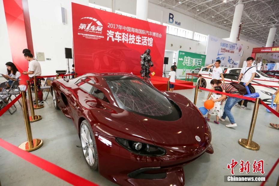 海南小伙设计制造跑车模型亮相车展引围观