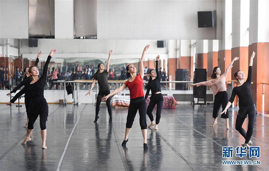 新疆艺术剧院歌舞团建团60多年来,发掘、创作、演出了一大?-走进