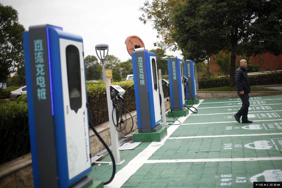 今年主城21个公交站场 将建500个新能源充电桩