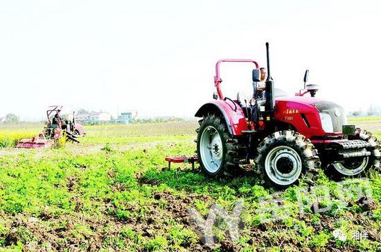 2016年,华容县首次承担农业部15万亩农机深松作业任务。