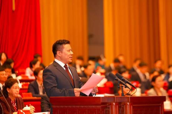 自治区总工会党组书记、副主席冯家举致贺词