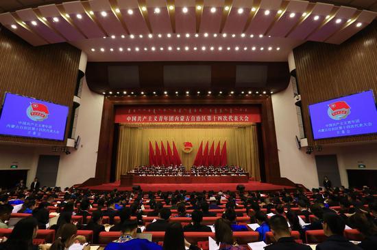 5月4日上午,共青团内蒙古自治区第十四次代表大会在内蒙古人民会堂开幕。
