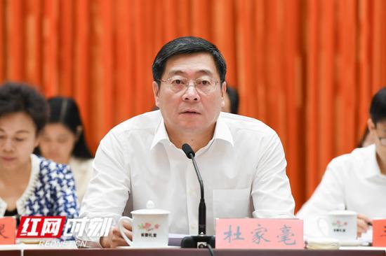 省委书记杜家毫在开幕式上讲话。