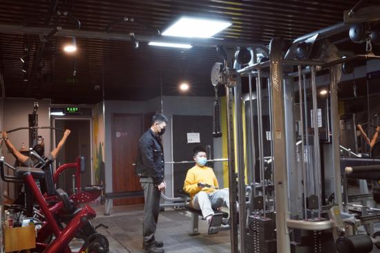 """春节健身成热潮!""""就地过年""""让健身房提前迎旺季图片"""