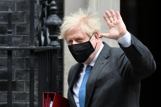"""宁愿""""尸体堆积如山""""也不想封锁?英首相被怒批"""