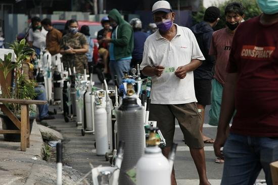 新冠患者大量涌入 印尼一医院氧气耗尽致63人死亡
