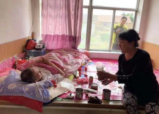 辽宁营口女子52岁至今未嫁 照顾瘫痪哥哥24年
