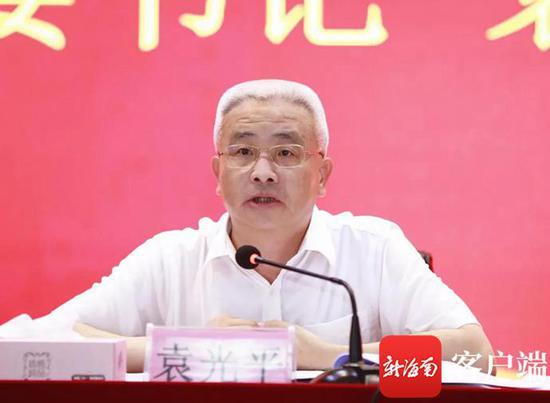 儋州市委书记袁光平给师生上了一场思政课