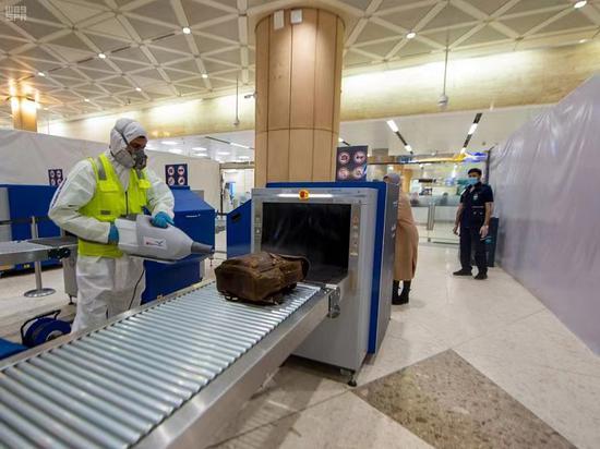 为应对新冠病毒新变种 沙特暂停所有国际民航航班