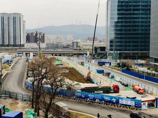三站封顶 北京地铁11号线西段(冬奥支线)明年年底通车!图片