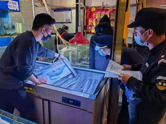 存风险隐患 北京昌平区29家地下商户停止销售水产品图片