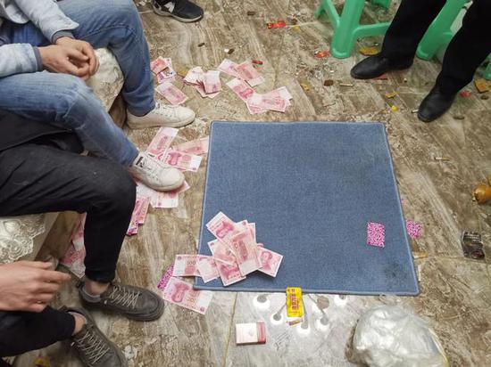 专车接送、参赌还送百元路费 警方捣毁乡村流动赌场