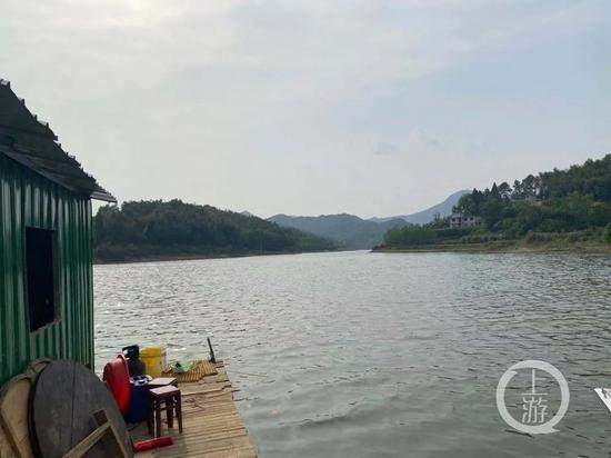 湖北咸宁金桂湖快艇侧翻致4人溺亡,两人涉过失致人死亡罪被拘
