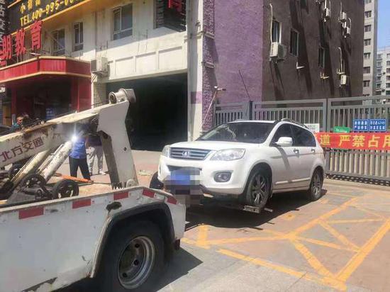 """沈阳警方:严查""""占用、堵塞消防车通道""""违法违规行为 66人已被处罚"""