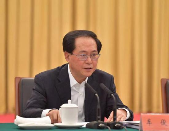 26日晚,车俊主持省级党员领导干部会议并讲话。浙江新闻客户端记者 梁臻 摄
