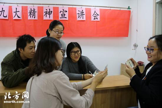 红桥区委书记曲孝丽再当主播与青年互动
