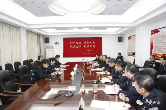 图为宣讲团成员在天津市公安局南开分局召开座谈会