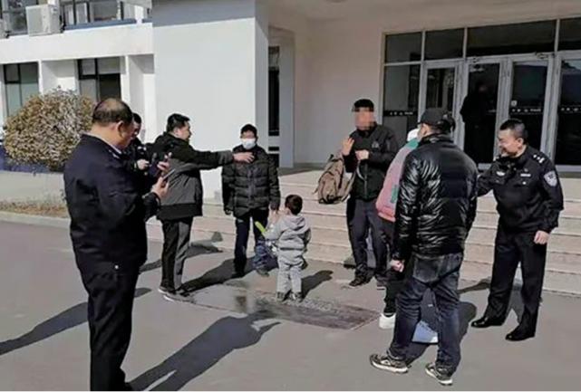 辽宁男子通过人贩子卖掉4岁亲儿子
