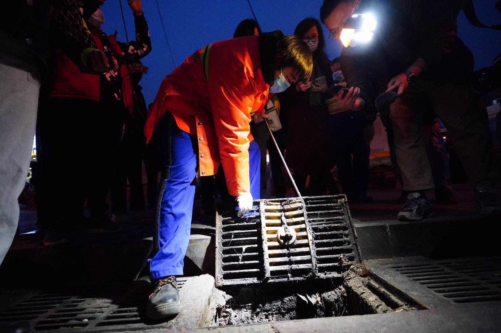 北京水务执法今夜兵分五路查排污,33家店18家有问题图片