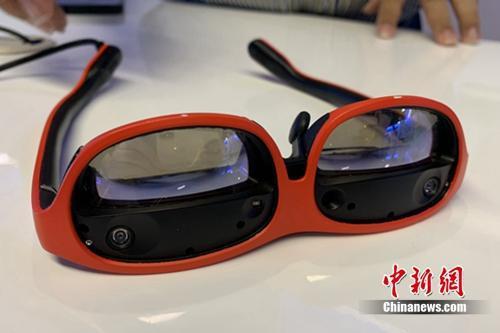 5G智慧眼镜。中新网 吴涛 摄
