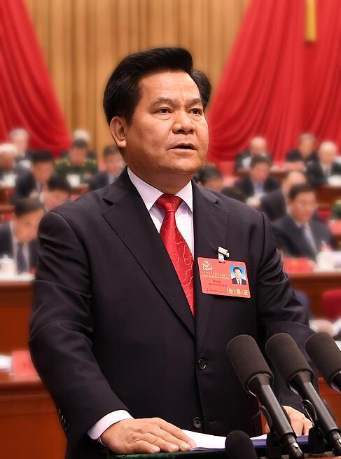 李纪恒同志向大会作报告。内蒙古日报社融媒体记者 袁永红 摄