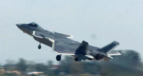 换装国产发动机的歼-20。