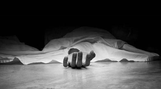 母亲带3个孩子跳轨自杀 幸存1岁男孩尸体旁痛哭