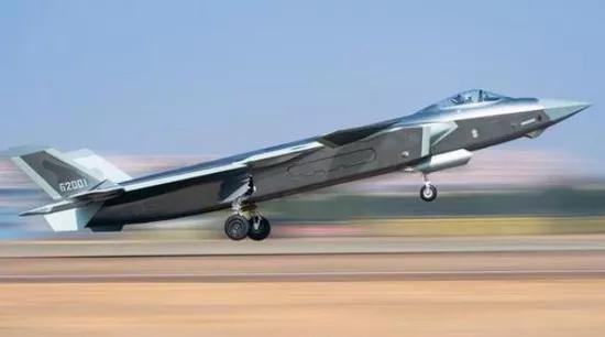 歼-20起飞。