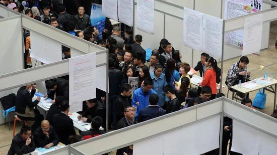 这届打工人在变老:平均劳动力年龄已38.4岁 东北最老广东很年轻图片
