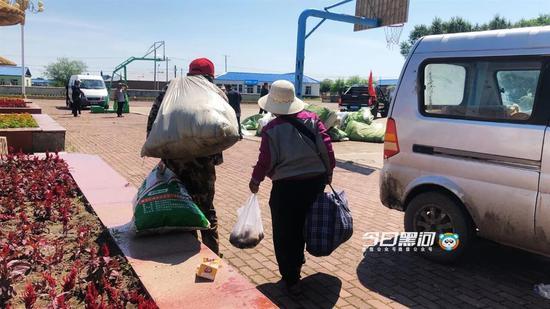 直击黑龙江汛情:大片农田被淹,居民撤离落泪