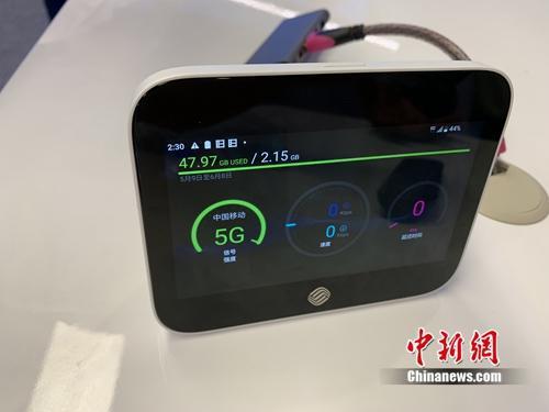 带有屏幕可看4K视频的路由器。中新网 吴涛 摄