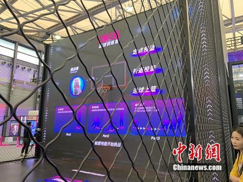 5G篮球训练营。中新网 吴涛 摄