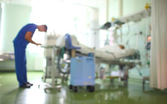 美国男子呼吸困难三次被拒绝治疗 死在医院停车场