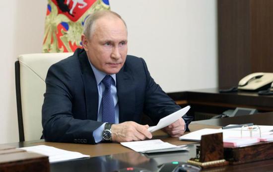 """普京:谁想咬俄罗斯一口 就""""敲掉他们的牙"""""""