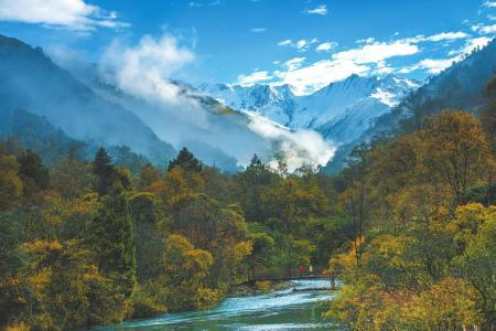 夹金山国家森林公园青衣江源景区。高华康摄
