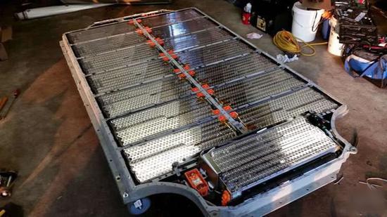 特斯拉电池技术高管离职 锂电池野心受阻