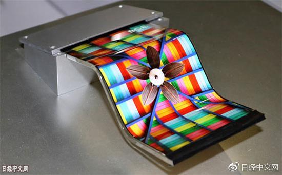 京东方试制的可弯曲有机EL面板(照片来自京东方的网站)