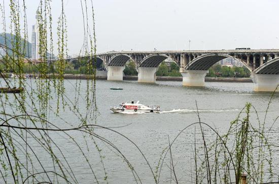 长沙渔政人员在湘江开展禁渔巡查巡逻(龙弘涛 摄)(资料图)