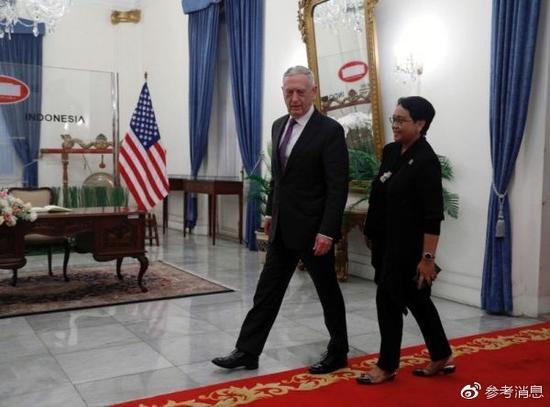 1月22日,正在印尼访问的美国防长马蒂斯与印尼外长蕾特诺举行会晤。