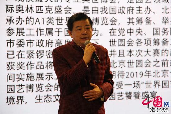 活动中邀请到书法家杨广馨老师,现场为大家讲解《瀚墨丹青与五彩花艺》