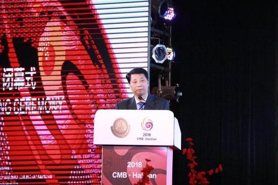 中国酒业协会常务副理事长王琦上台讲话